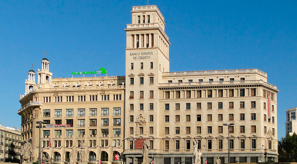 Edificio banesto reconversi n en un edificio de for Oficinas de banesto